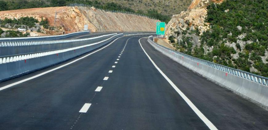 U cilju izgradnje autoceste izuzima se  šumsko i poljoprivredno zemljište