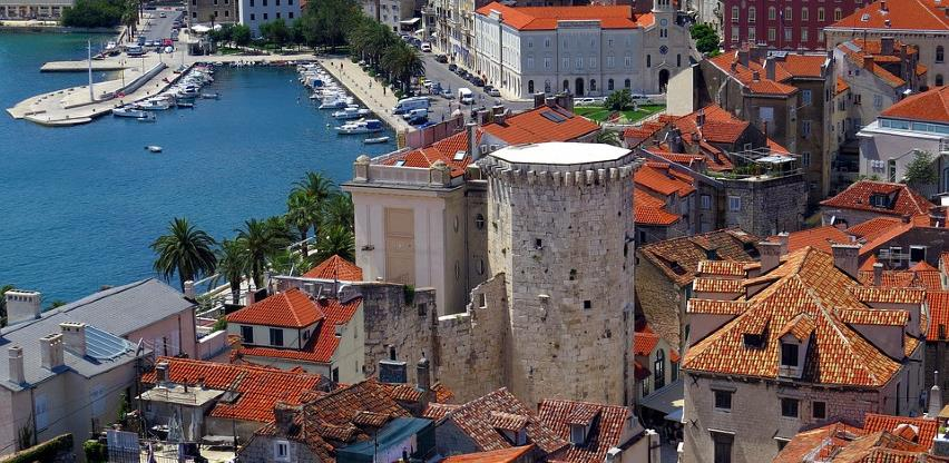 Booking zatvara kancelariju u Splitu