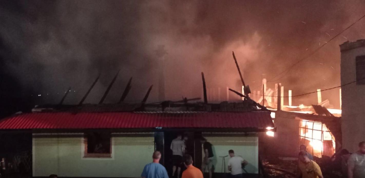 U požaru kod Viteza izgorjela tvornica u kojoj je radilo blizu 100 radnika
