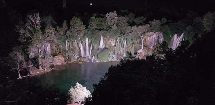 Kravica spremna za sezonu - vodopad osvijetljen, korito očišćeno