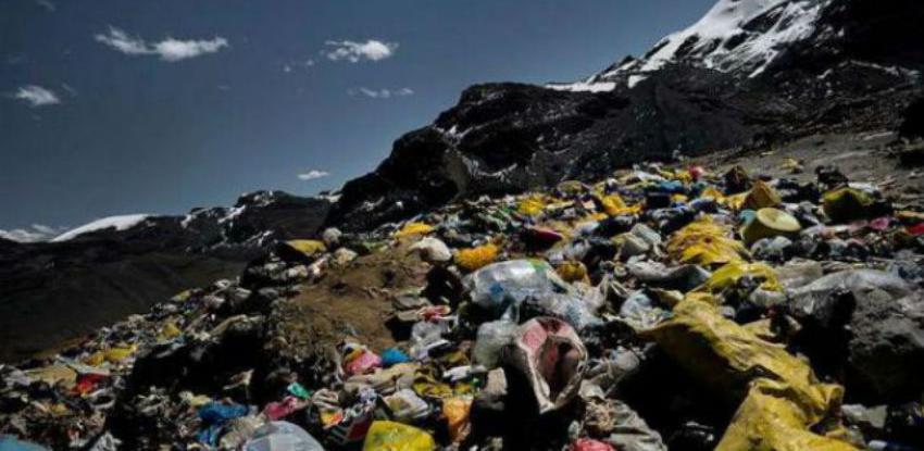 Mont Everest se pretvara u deponiju