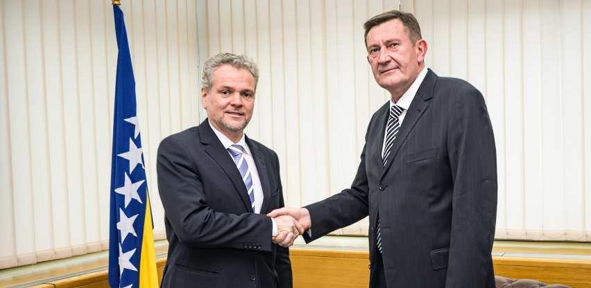 Nastaviti izgradnju mreže autoputeva u BiH