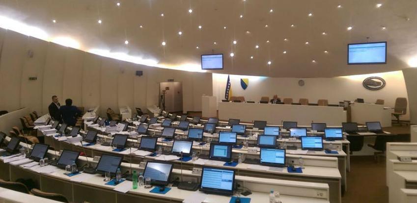 Parlamentarci bez umanjenja primanja čak i kada su sjednice prekinute
