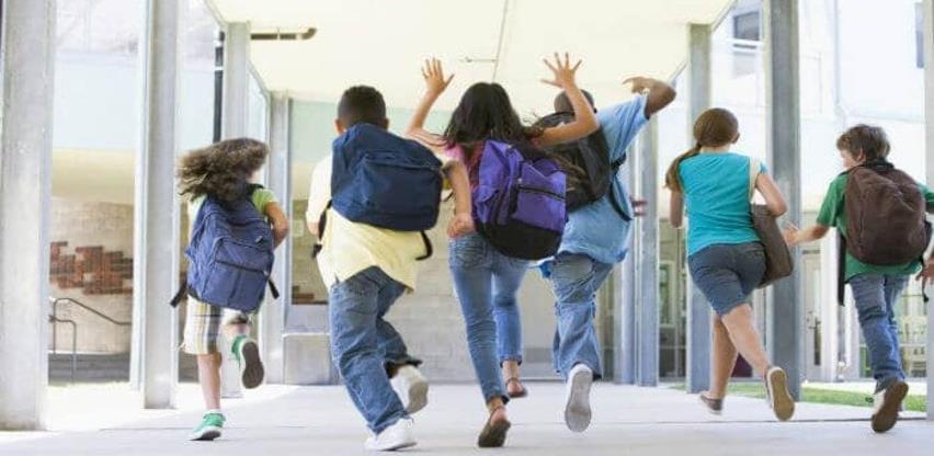 Priprema dva školarca u porodici za školsku godinu iziskuje prosječnu platu