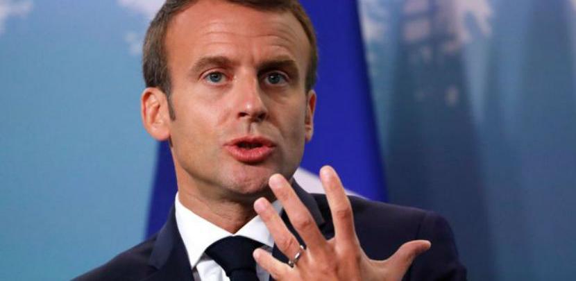 Francuzi ljuti na Macrona zbog 'srednjeg prsta'