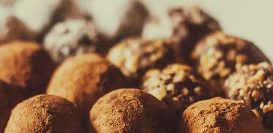 Napravite ukusne lješnik bombice prelivene čokoladom