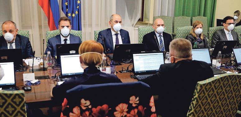 Slovenska vlada plaća doprinose i reže plaće dužnosnika za 30%