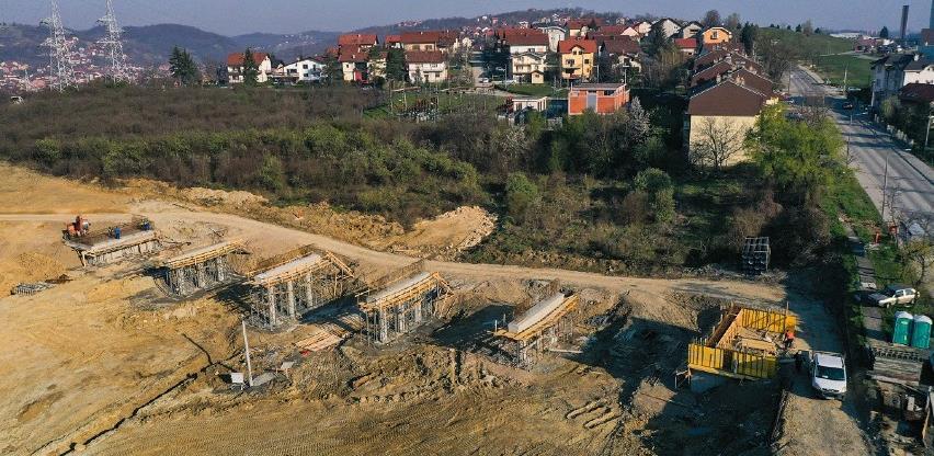 """Izgradnja nove saobraćajnice preko """"Voćnjaka"""" napreduje dobrim tempom"""