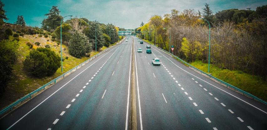 Zbog korone smanjen promet na cestama širom svijeta