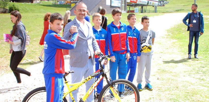 Ljevnaić uručio nagradu za pethiljaditu vožnju na šestosjedu Poljice