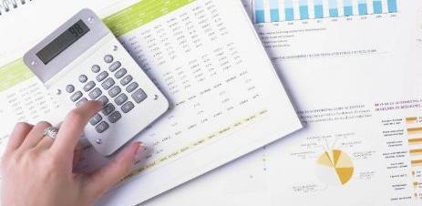 Novim Zakonom o porezu na dohodak proširuje se porezna osnovica na način da se uključuju naknade na ime toplog obroka, prevoza i regresa.
