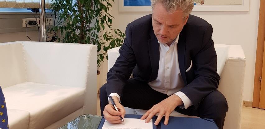 Ambasador EU Sattler potpisao dodatnih 5 miliona eura pomoći za BiH
