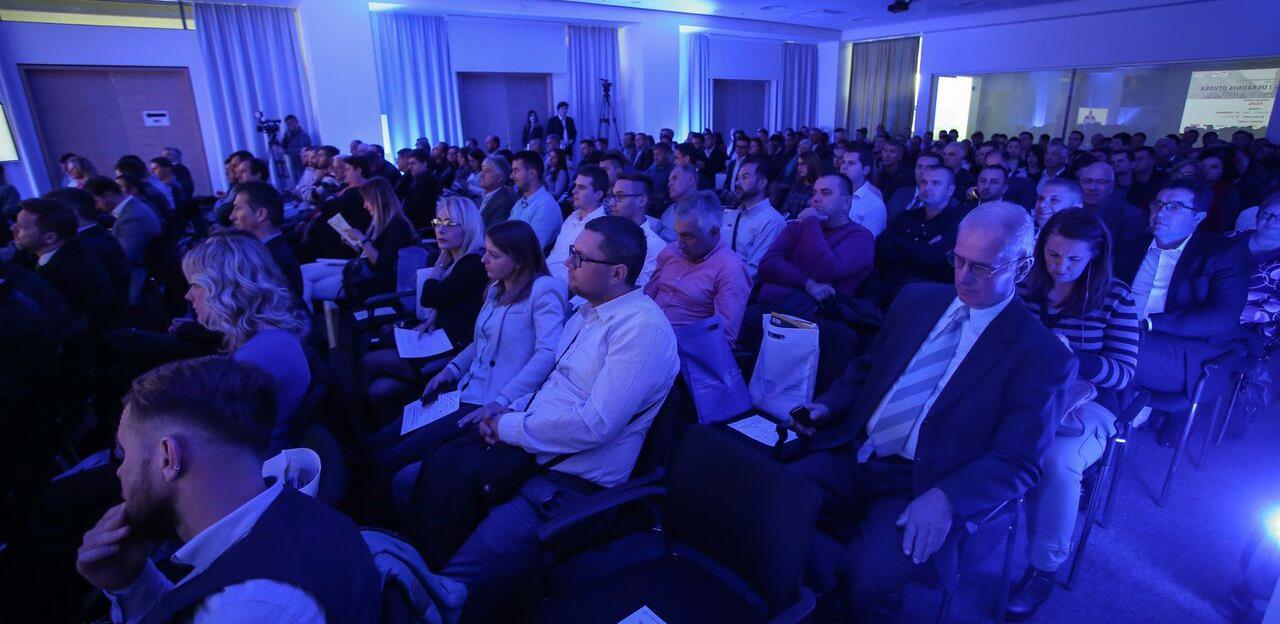 Ublažene mjere: Vlada FBiH odobrila održavanje konferencija, kongresa i drugih skupova