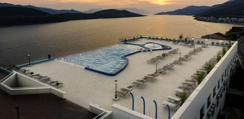 Do kraja sedmice u funkciji otvoreni bazen na krovu hotela Grand Neum