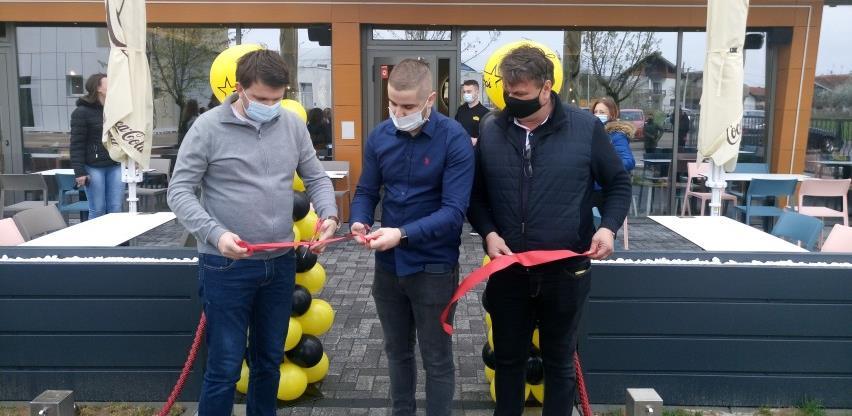 """Gradonačelnik Brčkog svečano otvorio """"Pop's Caffe & Food"""", posao dobilo 17 osoba"""