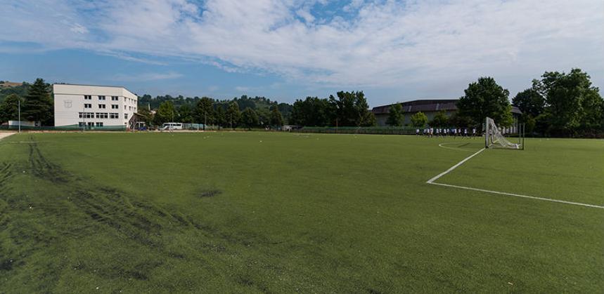 Umjetna trava na sportskom terenu FK Radnik Hadžići bit će zamijenjena