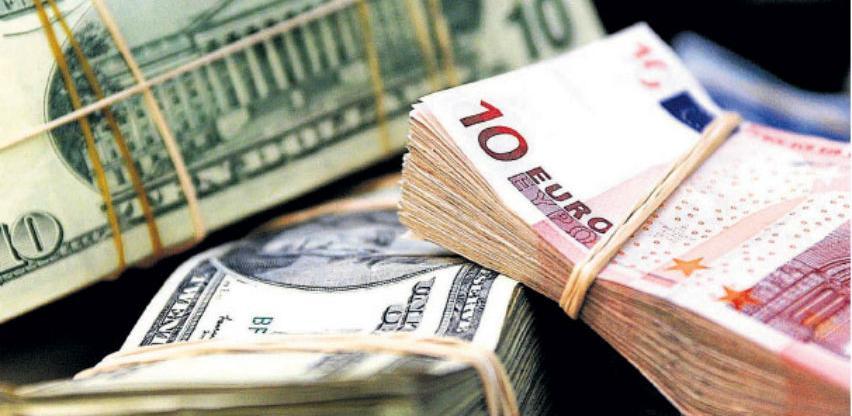 Dolar ojačao, euro pod pritiskom zbog usporavanja rasta eurozone