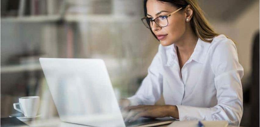 8 zdravih navika koje trebate usvojiti ako dugo sjedite uz kompjuter