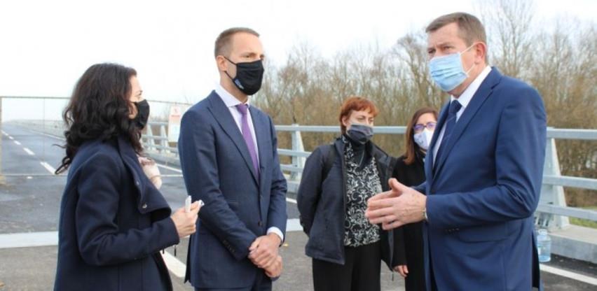 Ministar Mitrović obišao most Svilaj i Općinu Odžak