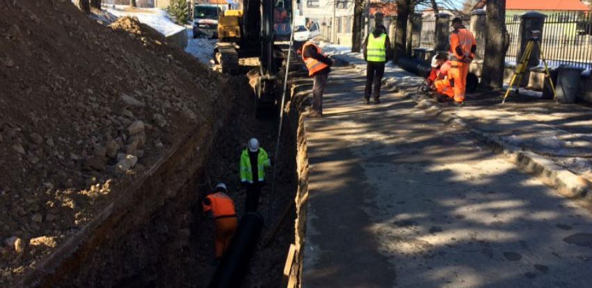 Uređuju se lokalne ceste oko Buškog jezera i kanalizacija na Laticama