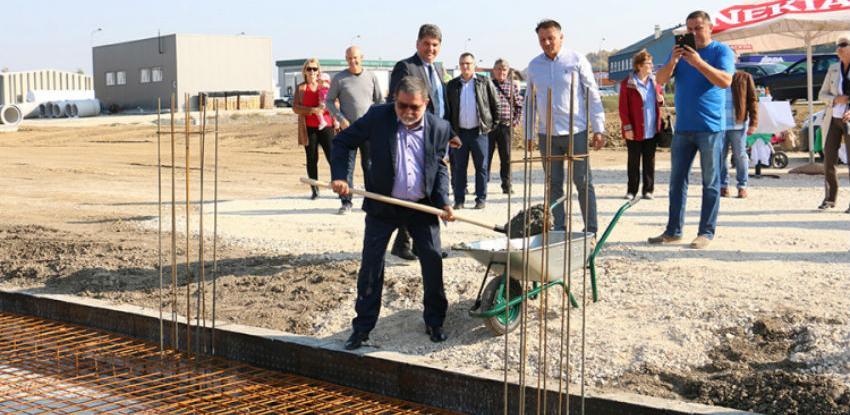 "U Derventi položen kamen temeljac za upravnu zgradu kompanije ""Webo"""