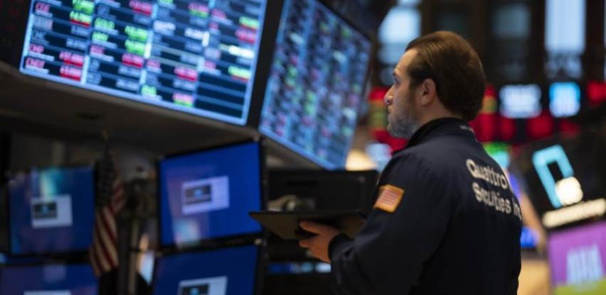 Wall Street skliznuo s rekordnih razina, ulagače pokolebali slabiji podaci