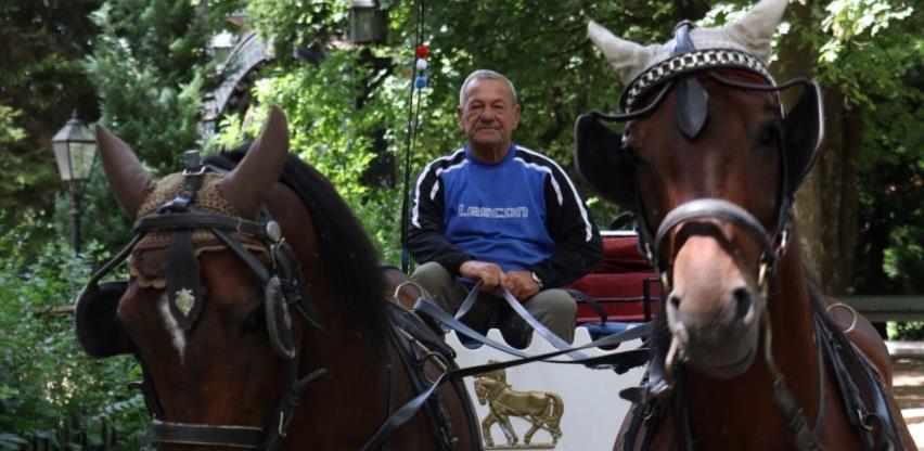 Emin Mahmutović održava porodičnu tradiciju vožnje fijakera na Ilidži (Video)