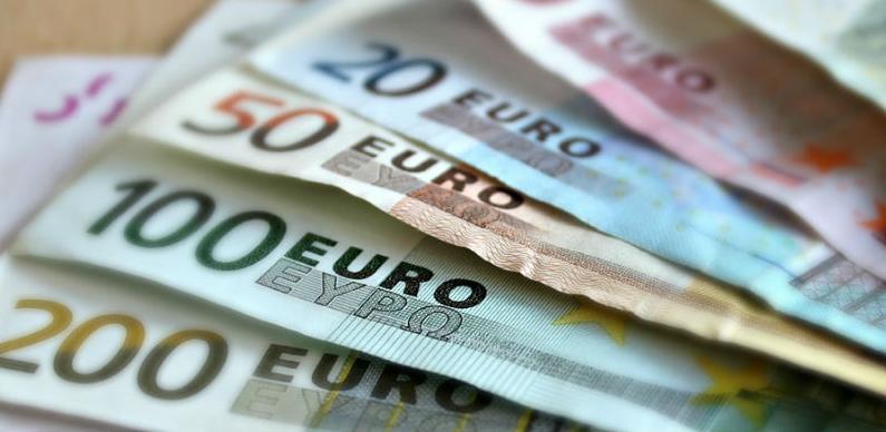 Više eura, manje dolara