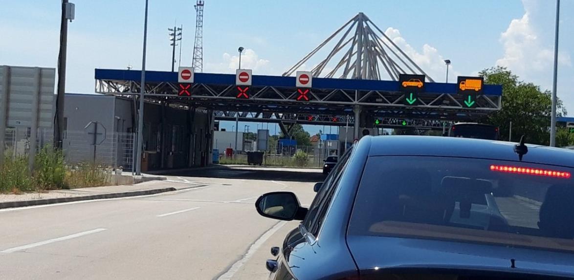 Granična policija otkrila razlog dugih čekanja graničnom prelazu Zupci