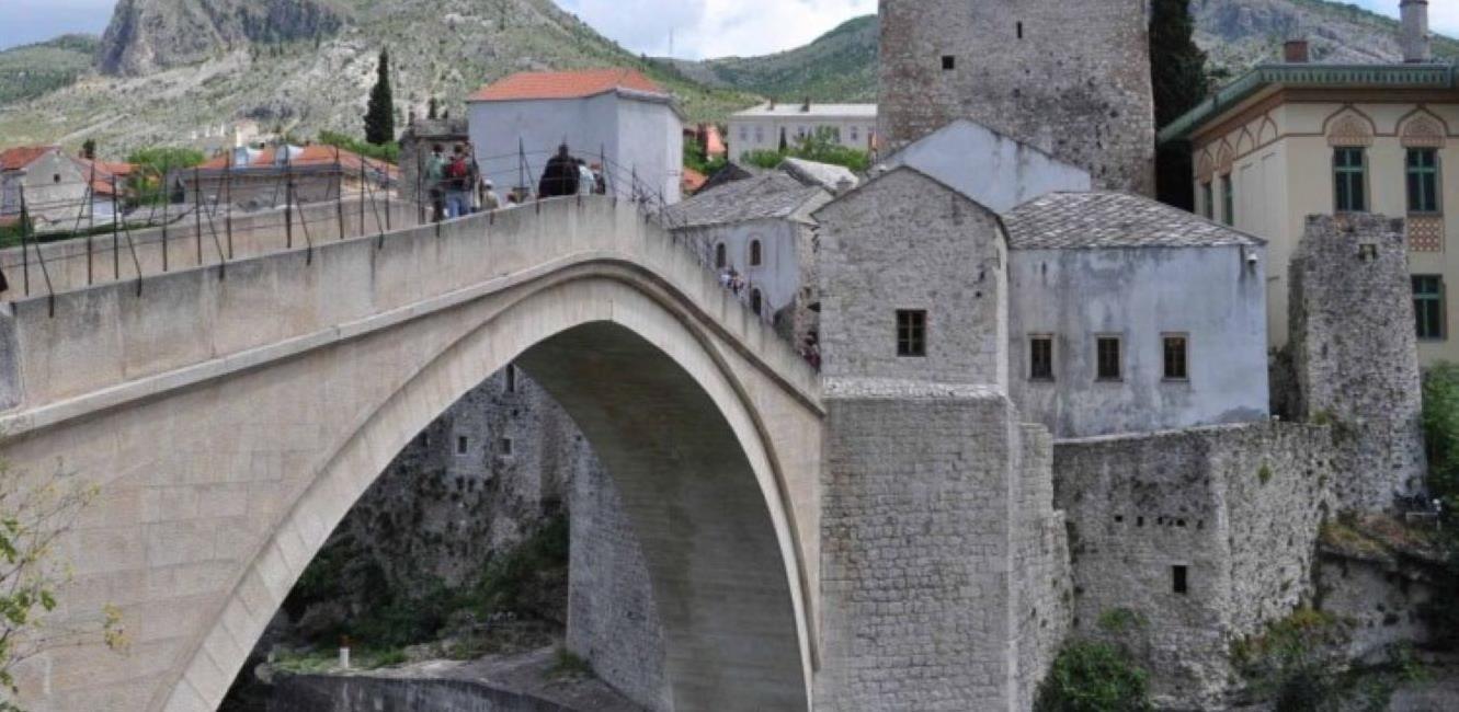 U Mostaru više od 700 ilegalno izgrađenih objekata
