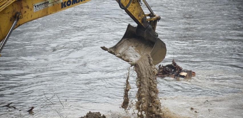 Započeli radovi na sanaciji desne obale rijeke Bosne u naselju Ozrakovići