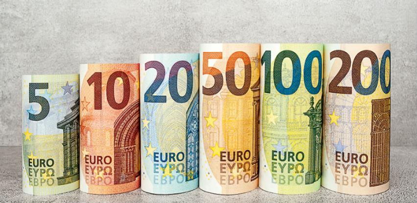 Euro i dalje tone u odnosu na dolar