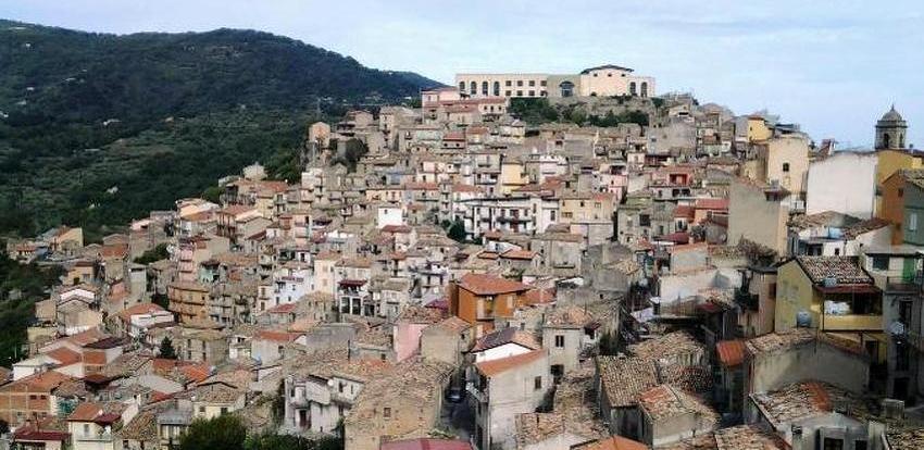 Vlada talijanskog gradića San Piero Patti prodaje kuće za jedan euro