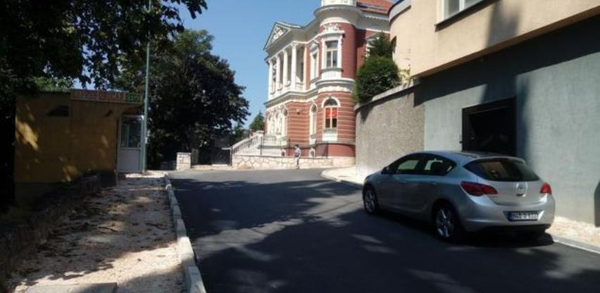 Asfaltirana ulica Petrakijina, slijedi izrada trotoara
