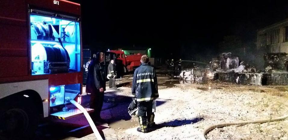 Mostar: Požar u skladištu plastike i papira, nema povrijeđenih