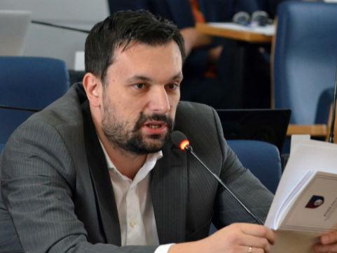 Dosadašnju kantonalnu turističku zajednicu je optužio za nezakonito ubiranje takse i netransparentan rad.
