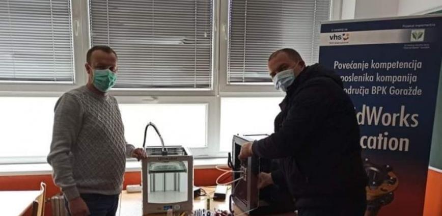 U školi 'Džemal Bijedić' Goražde izrada zaštitnih vizira za Kantonalnu bolnicu
