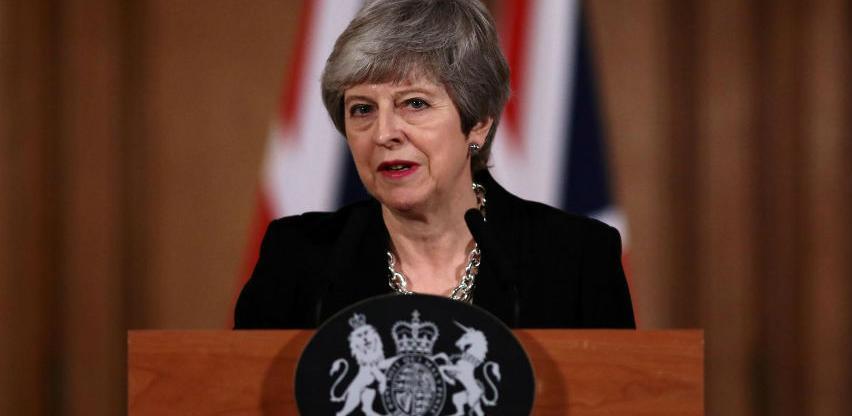 Theresa May u petak podnosi ostavku?
