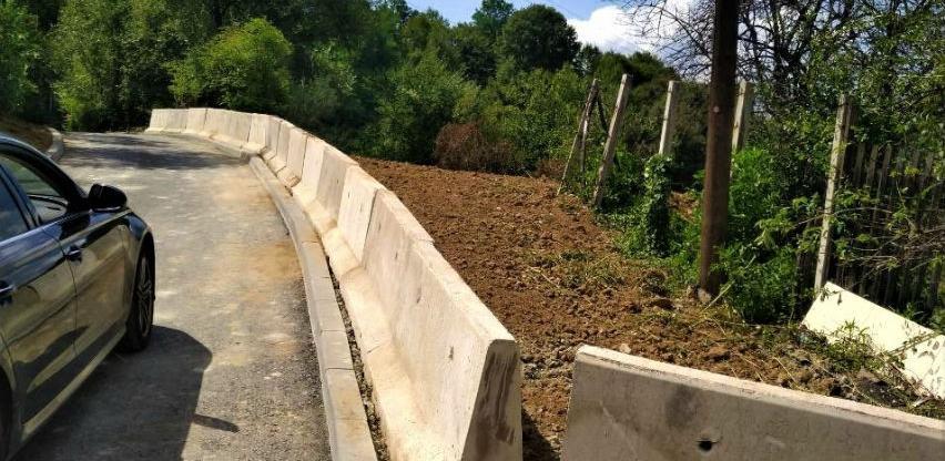 Nastavljeni radovi na montaži odbojne ograde i na saniranju divlje deponije