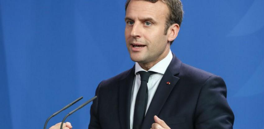 Macron poručio da Rusiji neće biti ukinute sankcije zbog Ukrajine