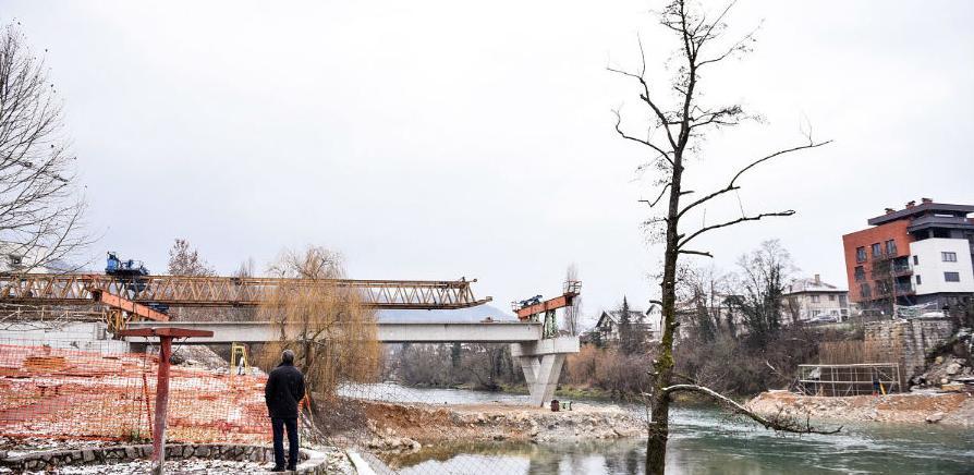 Montirana četiri nosača na Zelenom mostu u Banjoj Luci
