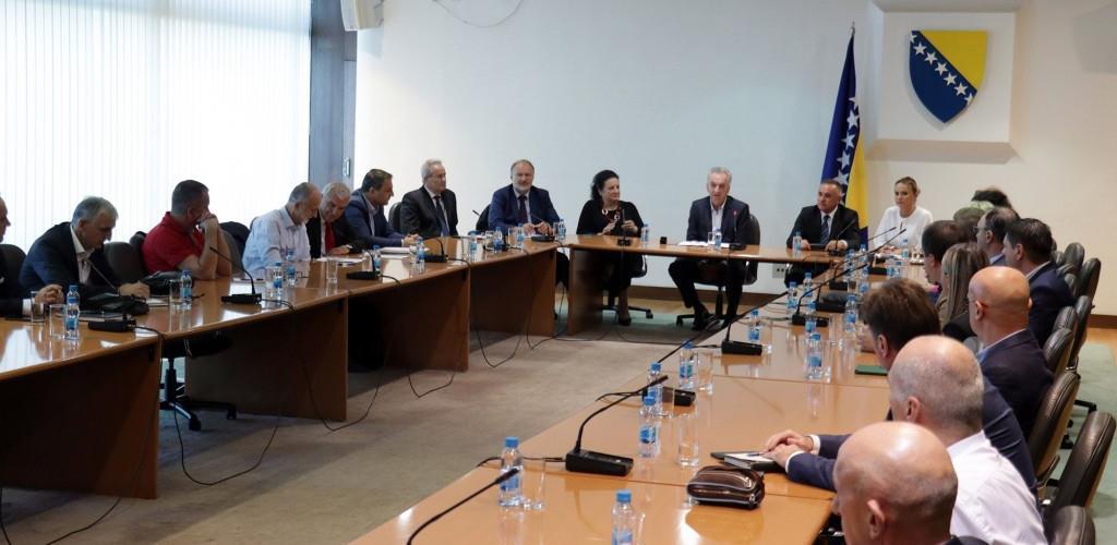 Privrednici RS i FBiH sa Šarovićem: Bez podrške vlasti teško do dobrih rezultata