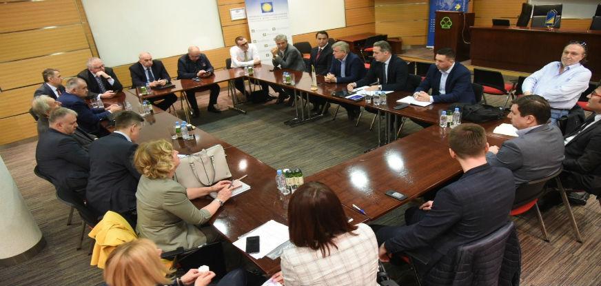 Privredna komora FBiH i Udruženje poslodavaca FBiH održali vanredni sastanak