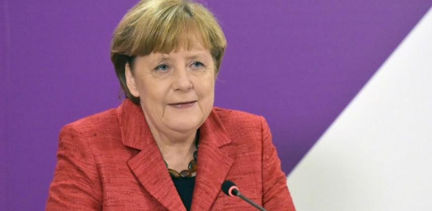 """Merkel odbacila izjave Macrona da je NATO """"klinički mrtav"""""""