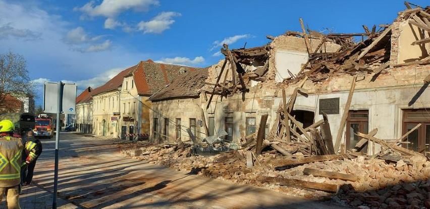 Firme iz BiH donirale 8 šlepera građevinskog materijala za Petrinju