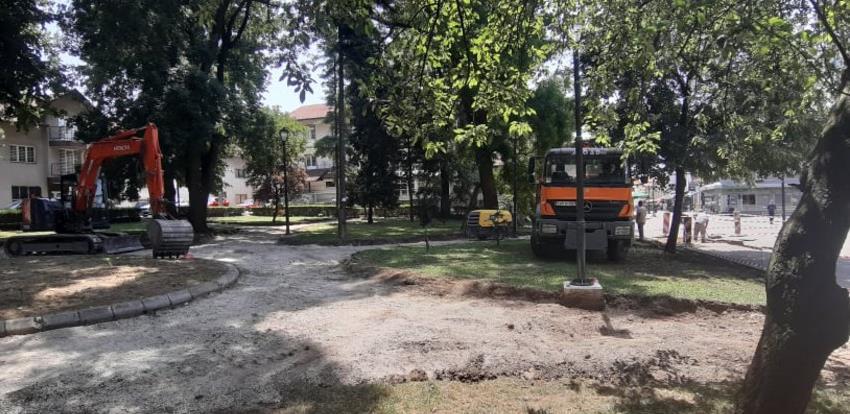 Započela rekonstrukcija gradskog parka u Gračanici