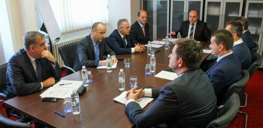 Kantonalne i lokalne vlasti u USK žele urediti stanje u turizmu i građenju