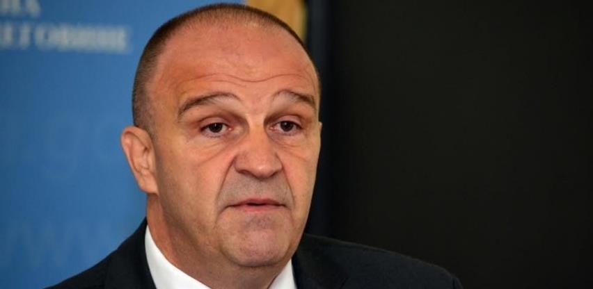 Uhapšen Enver Bijedić, u toku pretresi na više lokacija u Tuzli i Gračanici