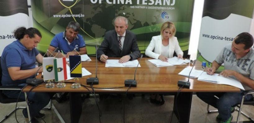 U Općini Tešanj potpisani ugovori za prvi dio kapitalnih projekata