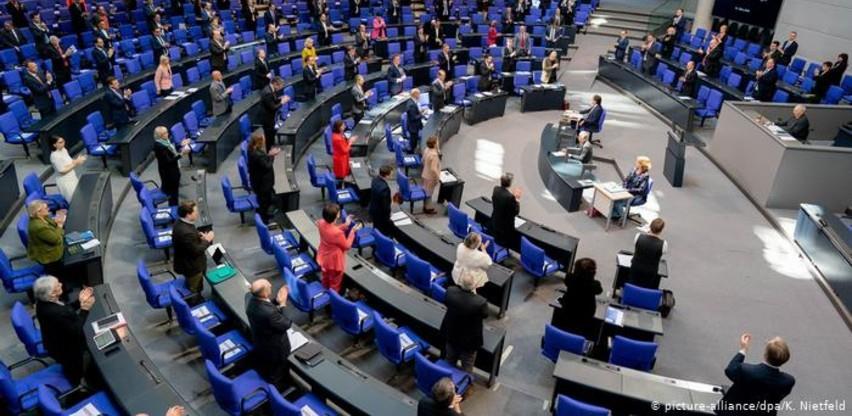 """Bundestag prihvatio paket ekonomskih mjera """"težak"""" 750 milijardi eura"""